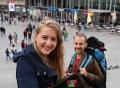 Vorschau: Zwei Kölner Studierende vor dem Hauptbahnhof