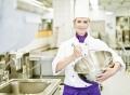 Vorschau: Köchin in der Großküche der Mensa des studierendenWERKs an der TU