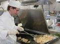 Vorschau: Auszubildender beim Kochen