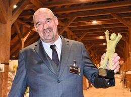 Mathias M. Meyer, kommissarischer Geschäftsführer und Abteilungsleiter der Hochschulgastronomie im Studentenwerk Erlangen-Nürnberg mit der Auszeichnung als GV-Manager 2016