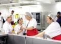 Vorschau: Köchinnen bei der Arbeit