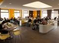 Vorschau: Blick in die moderne Cafeteria an der FH Brandenburg, die gut besucht ist