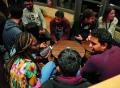 Vorschau: Studierende unterhalten sich im Sprachcafé