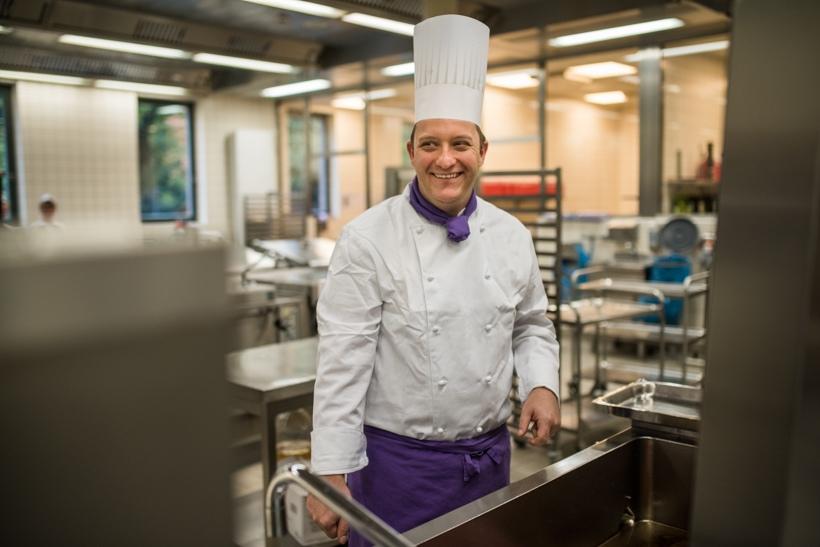 Koch In Der Großküche Des Studentenwerks